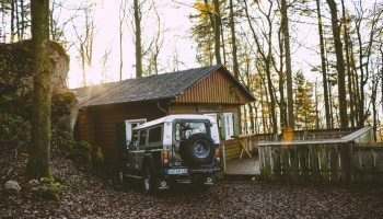 A Checklist of 6 Road Trip Essentials for Your Car