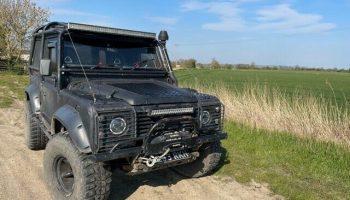 Land Rover  Defender 90 200tdi massive spec off roader.  Raptor black
