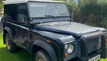 Land Rover defender 90 2004 td5 black